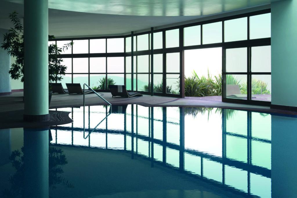 05.01 Pool Indoor Outdoor Internal