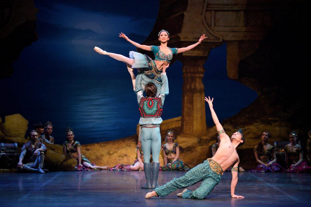 Francesco Gabriele Frola Erina Takahashi and Jeffrey Cirio in English National Ballets Le Corsaire © Laurent Liotardo