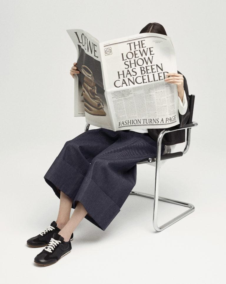 LOEWE SHOW IN A NEWSPAPER MODEL F013 0064