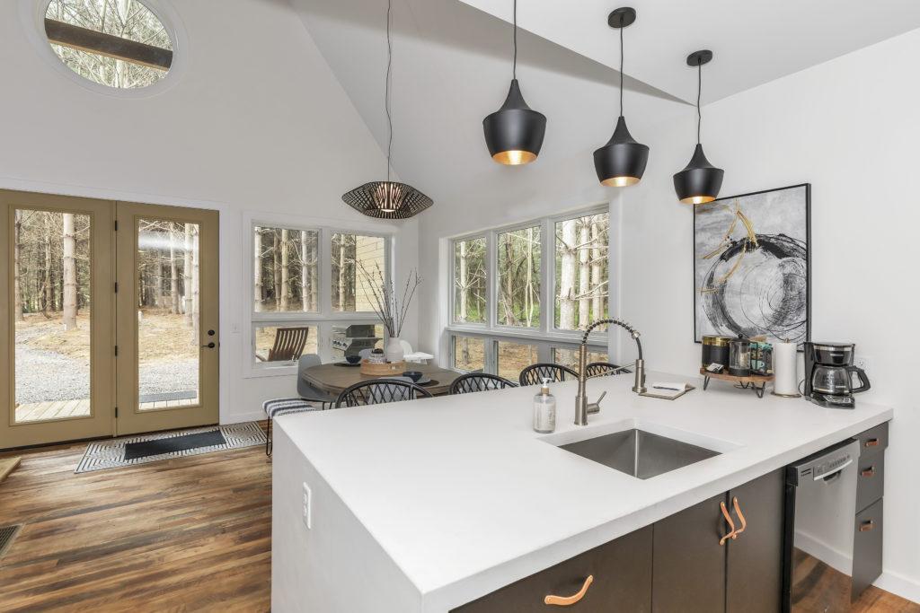 carpenters cabin dining kitchen