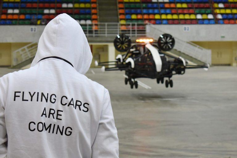 Hoversurf probando sus coches eléctricos